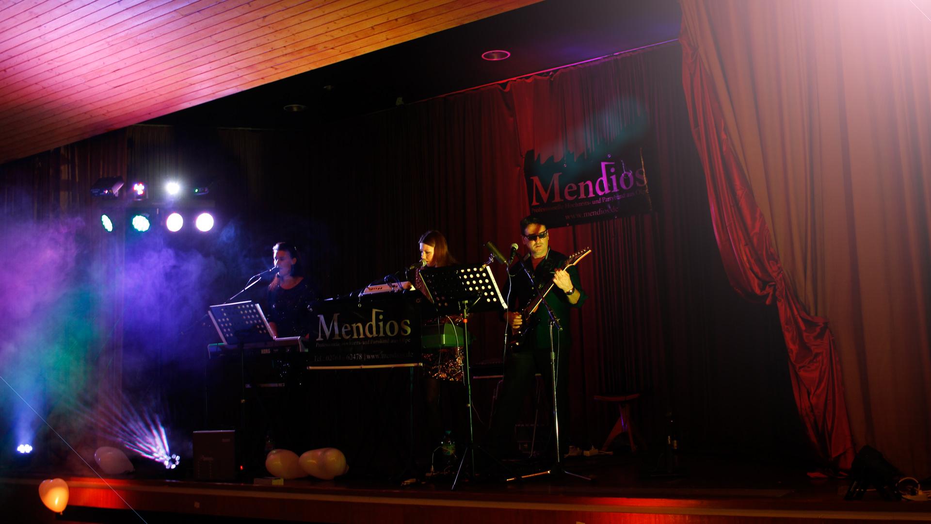 MENDIOS_bg_001